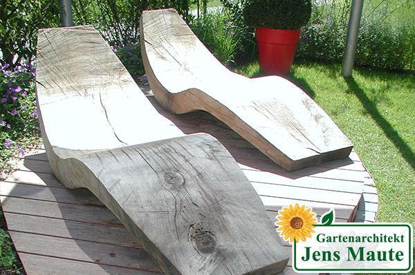 Holzliege Holz im Garten in Marburg
