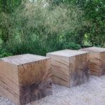 Holzklötze als Sitzfläche
