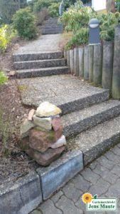 Trockenmauer und Treppenanlage
